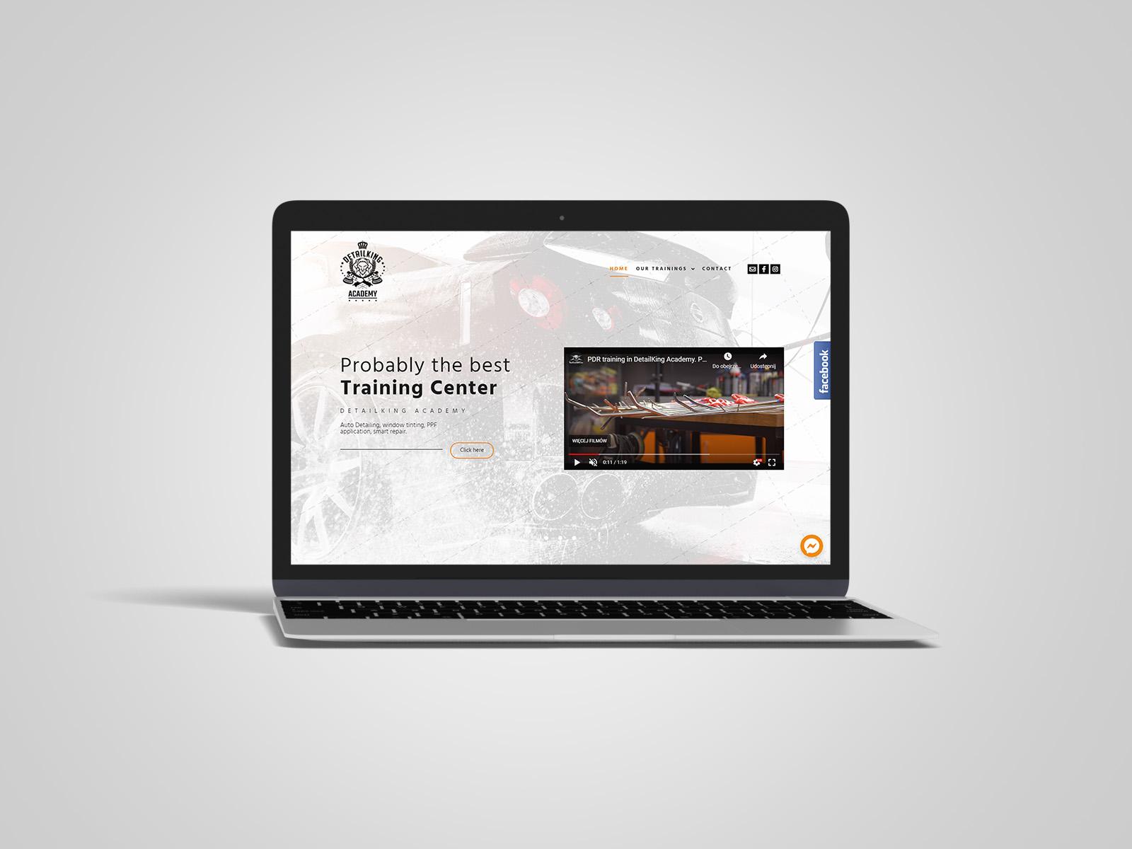 Laptop macbook, na którym wyświetlany jest projekt strony internetowej dla DetailKing Academy. Portfolio AK Brainding.